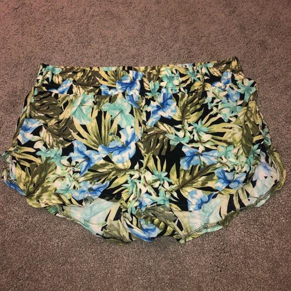 Urban Outfitters Pants - Staring at Stars shorts
